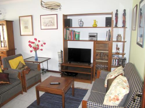 . Apartment with 2 bedrooms in Fao with furnished balcony and WiFi