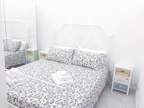 . Apartment with one bedroom in Napoli with balcony and WiFi 10 km from the beach