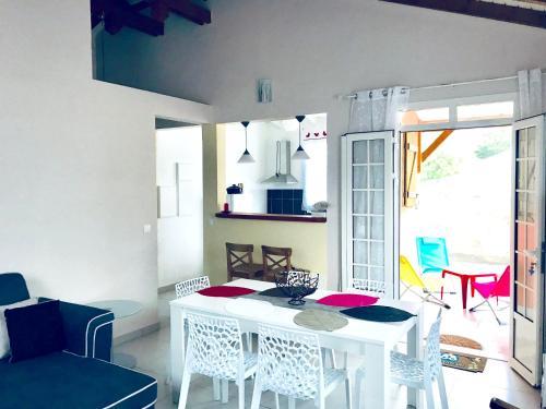 Maison de 2 chambres a Petit Canal avec magnifique vue sur la mer jardin clos et WiFi a 8 km de la plage - Location saisonnière - Petit-Canal