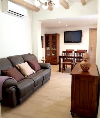 . Apartment with 3 bedrooms in Maspujols with enclosed garden and WiFi 17 km from the beach