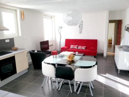 . Apartment with 2 bedrooms in Luzenac - 8 km from the slopes