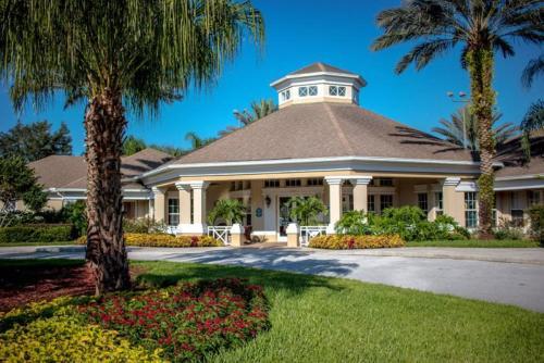 Peaceful 5 Bedroom Pool Home in Windsor Palms Resort Main image 2