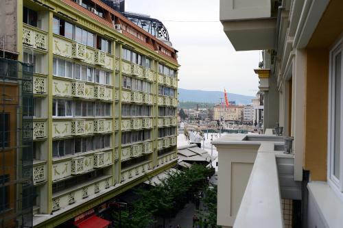 Alexandar Central Apartments