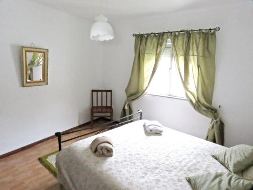 House with 2 bedrooms in Miranda do Corvo with wonderful mountain view furnished terrace and WiFi 50 km from the beach, Pension in Miranda do Corvo bei Soutelo