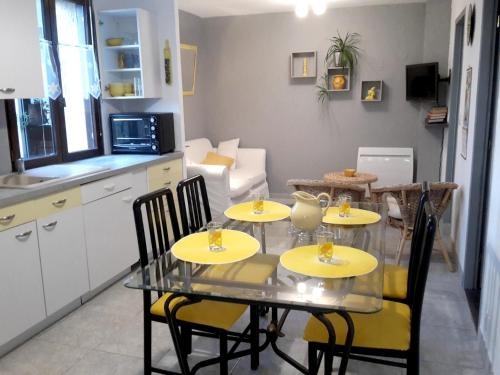 . Apartment with one bedroom in Villeneuve with enclosed garden and WiFi