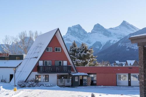 Rocky Mountain Ski Lodge - Photo 3 of 122