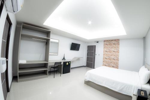 the room hotel, Mueang Kamphaeng Phet