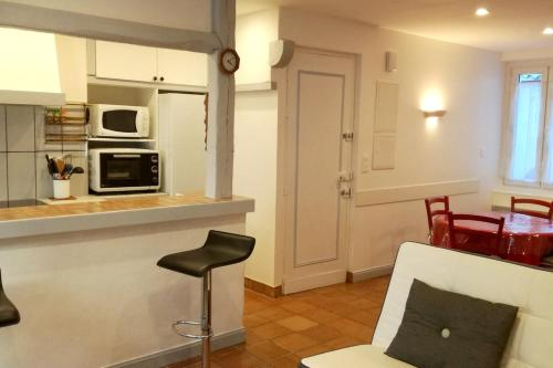 . Apartment with one bedroom in SaintJeandeLuz with furnished terrace and WiFi 300 m from the beach