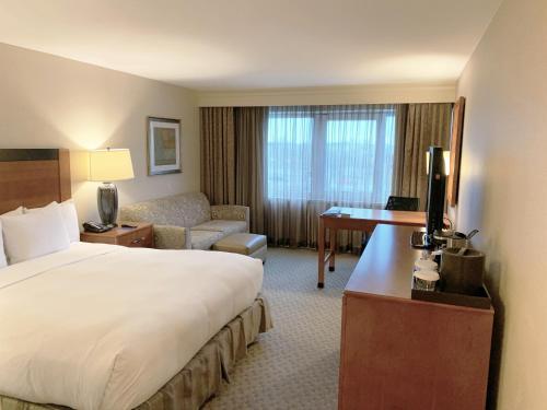 Hilton New York JFK Airport Hotel - image 4