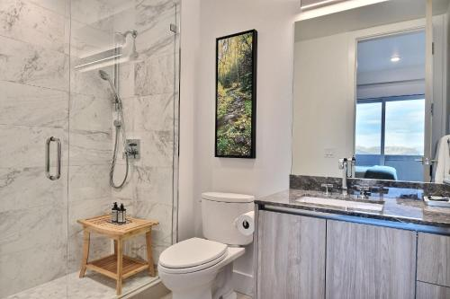 Huge & Newly Constructed 5Br/5Ba Residence-Private Hot Tub! Condo Main image 1