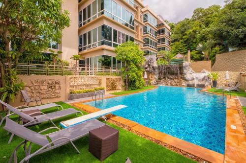. Karon View Apartments