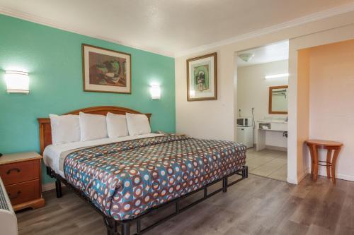 Vagabond Inn Hemet - Hemet, CA CA 92544