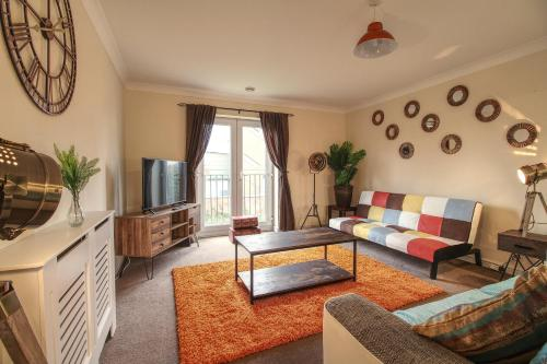 Sunnydale Serviced Apartments - Central location, with allocated parking