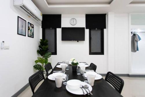 P3 Silom Large 2beds full kitchen WIFI 4-6pax P3 Silom Large 2beds full kitchen WIFI 4-6pax