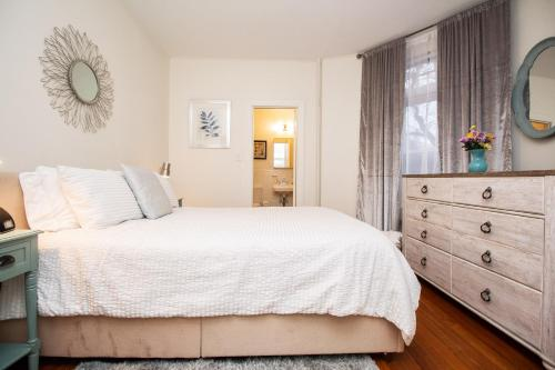 . Renovated 1BED, Steps to MBTA, Shops & Restaurants