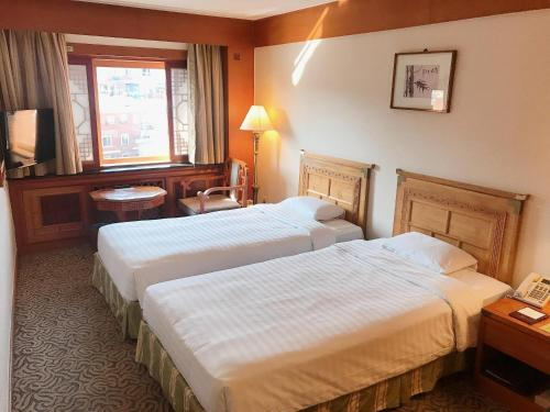 Staycation Offer - Business Twin Room with Late Check-out until 13:00