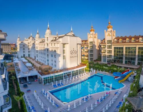 Side Royal Palace