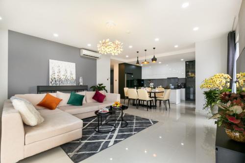 . Saigon Royal Arrivals-10 stars service apartment-Luxurious place-best place