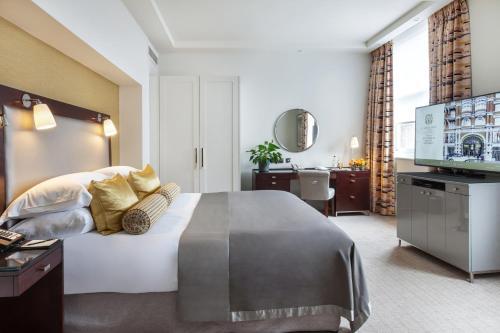 Taj 51 Buckingham Gate Suites and Residences - image 5