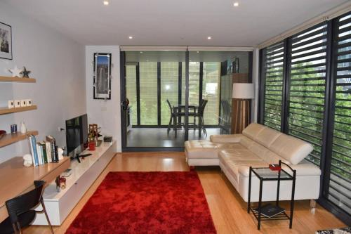Spacious Apartment in the Heart of Melbourne