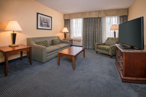 Photo - Holiday Inn Express State College at Williamsburg Square