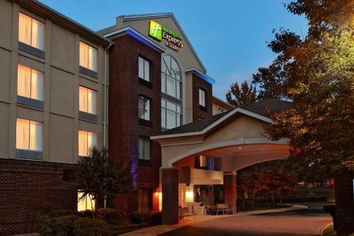 . Holiday Inn Express Richmond-Brandermill-Hull Street, an IHG Hotel