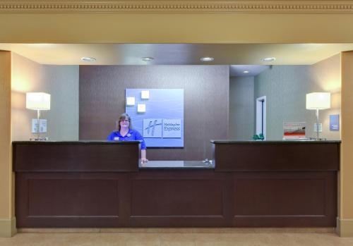 Holiday Inn Express Oakdale - Oakdale, CA CA 95361
