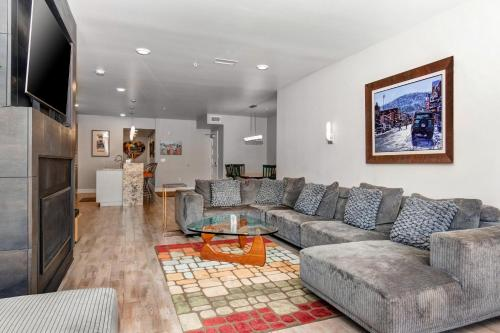 820 Park Ave #203 by Park City Lodging Main image 2