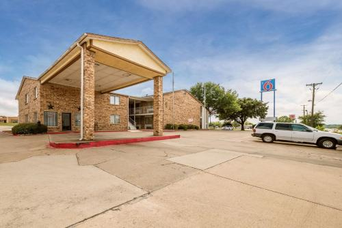 . Motel 6-Red Oak, TX - Dallas