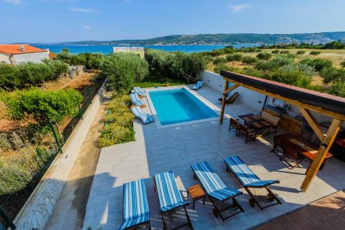 Beachfront Villa Mihovil - direct beach access and pool