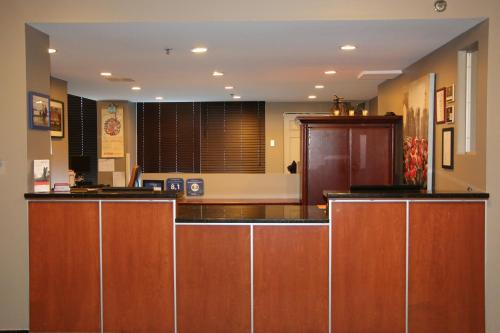 Candlewood Suites Montreal Downtown Centre Ville - Photo 5 of 33