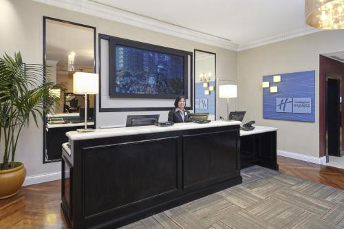 Hotel Cass - A Holiday Inn Express at Magnificent Mile - Chicago, IL IL 60611
