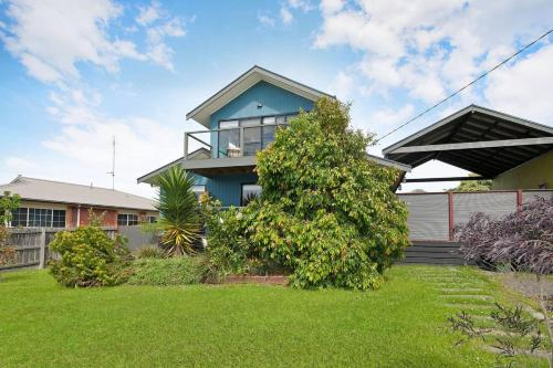 BLUE SKYES - family home with balcony & views., Colac-Otway - South