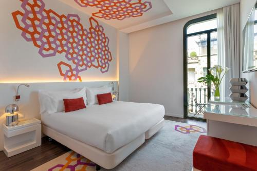 Hotel Room Mate Carla