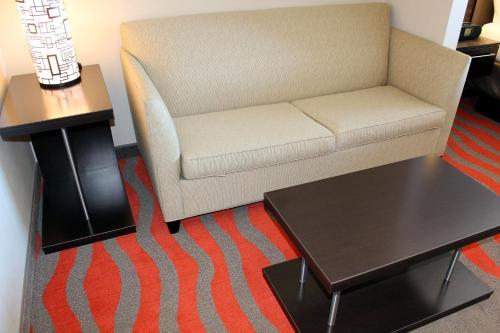 Holiday Inn Express Hotel & Suites Bonnyville - Bonnyville, AB T9N 0C3
