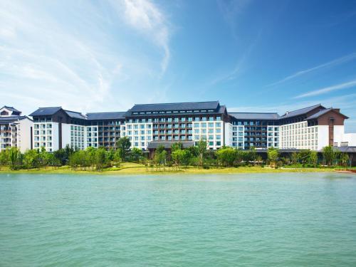 . Crowne Plaza Wuxi Lake View, an IHG Hotel