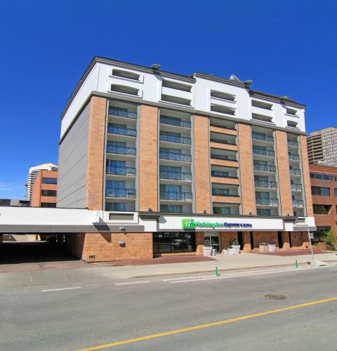 Holiday Inn Express and Suites Calgary - Calgary, AB T2P 1J2