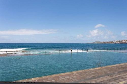 Beach, Pool & Mountain in Bajamar