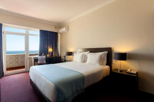 Tweepersoonskamer met 1 of 2 Bedden en 1 Extra Bed - Uitzicht op Zee (Double or Twin Room with Extra Bed with Sea View)
