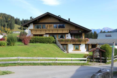 Gästehaus Strasser Kleinwalsertal/Riezlern
