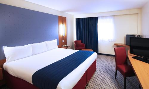 Ramada London North photo 8