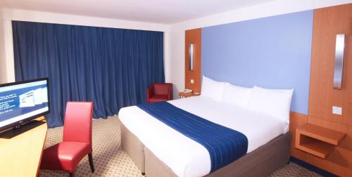 Ramada London North photo 10