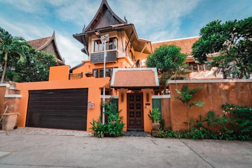 Bali Style 4 Bedrooms Private Pool Villa By Pattaya Holiday Bali Style 4 Bedrooms Private Pool Villa By Pattaya Holiday