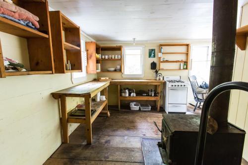 Tamarack Cabin - Lunenburg, NS B4V 4J6
