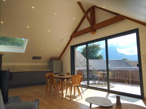 Gîte clair, spacieux et cosy avec vue sur le massif de la Chartreuse - Apartment - Sainte-Hélène-du-Lac
