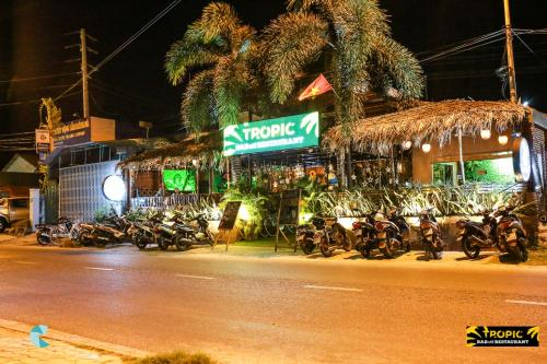 Фото отеля Tropic Hostel and restaurant