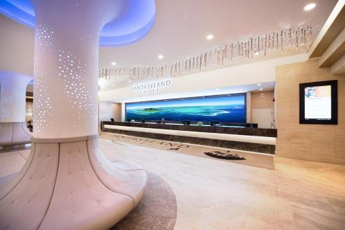 Fantasyland Hotel - Edmonton, AB T5T 4V4