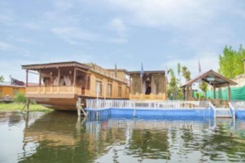 1 BR Houseboat in Dal Lake, Srinagar (EFE7), by GuestHouser