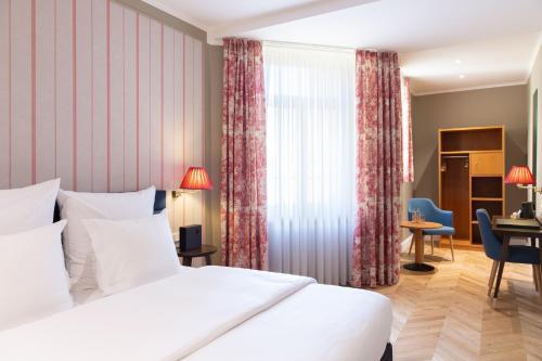 Hotel Perrin - former Carlton