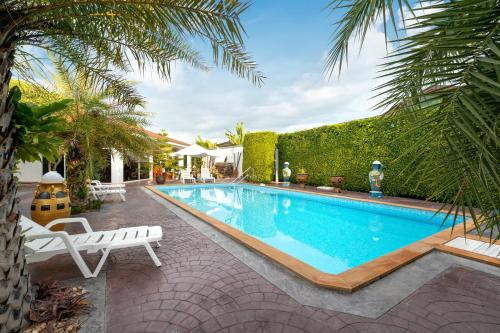 Pool Villa near beach with Queen beds and Parking Pool Villa near beach with Queen beds and Parking
